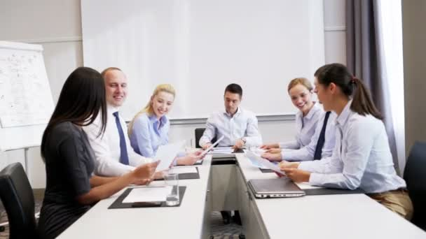 Smiling business people meeting in office — Vidéo