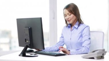 Businesswoman with telephone and computer — Stock Video