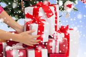 Close up of woman with gifts and christmas tree — Stock Photo