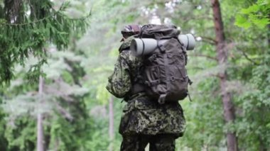 Young soldier with backpack in forest — Stock Video