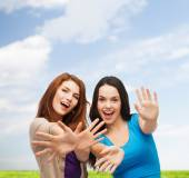 Smiling teenage girls having fun — Stock Photo