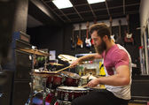 Male musician playing cymbals at music store — Stock Photo