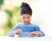 Happy little girl with tablet pc computer — Stockfoto