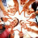 grupp tonåringar visar finger fem — Stockfoto #62811525