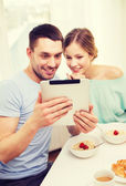 Smiling couple with taking picture with tablet pc — Stock Photo