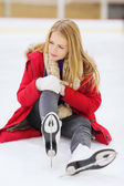Young woman fell down on skating rink — Stock Photo