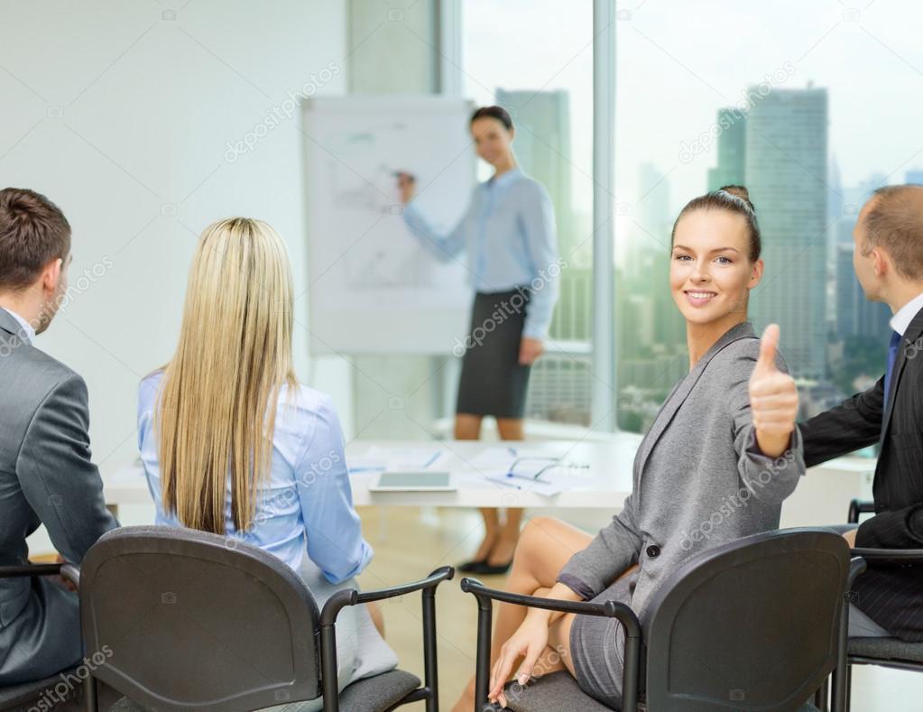 Фото девушек на деловой встрече