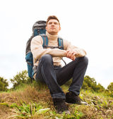 Man with backpack hiking — Stock Photo
