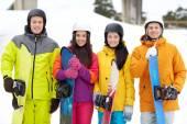 Kask ile snowboard mutlu arkadaşlar — Stok fotoğraf