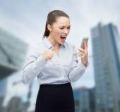 Urlando imprenditrice con smartphone — Foto Stock