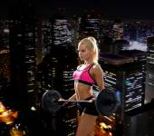 Sporty woman exercising with barbell — Foto de Stock