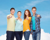 Group of smiling teenagers — Foto Stock