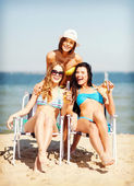 Girls with drinks on the beach chairs — Foto Stock