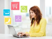 Smiling woman with laptop shopping online at home — Fotografia Stock