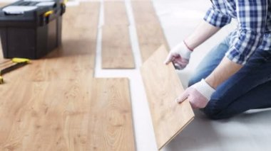 Close up of man installing wood flooring — Stock Video