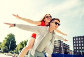 Smiling couple having fun in city — Stock Photo