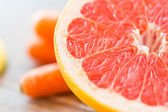 Close up of fresh juicy grapefruit slice on table — Stock Photo