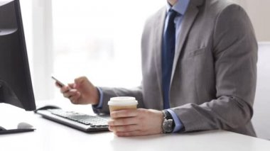 Close up of businessman with smartphone and coffee — Stockvideo