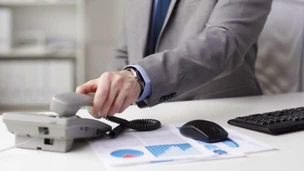 Close up of businessman dialing phone number — Vidéo
