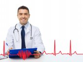 Happy doctor with clipboard and cardiogram pattern — Стоковое фото