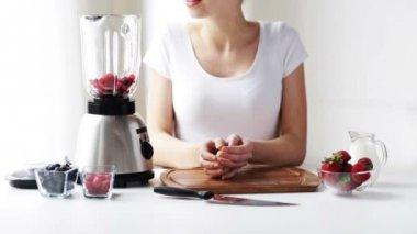 Smiling woman with blender making fruit shake — Video Stock