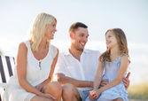 šťastná rodina na pikniku — Stock fotografie