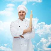 Happy male chef cook holding rolling pin — Stockfoto