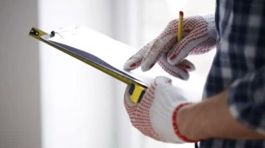 Close up of man with measuring ruler and clipboard — Stockvideo