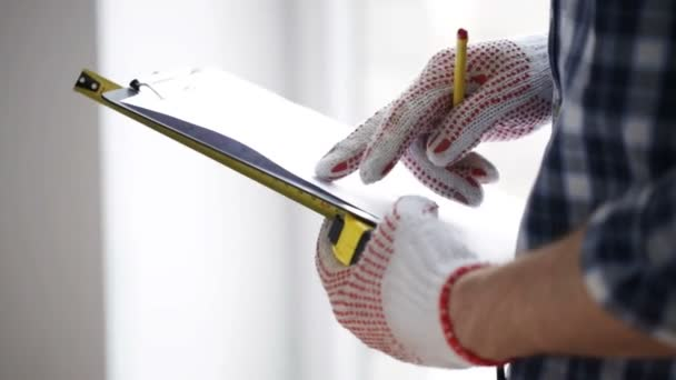Close up of man with measuring ruler and clipboard — Vidéo