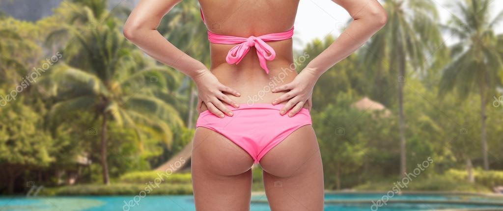 v-rozovom-bikini