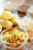 Close up of pasta in glass bowls on table — Fotografia Stock