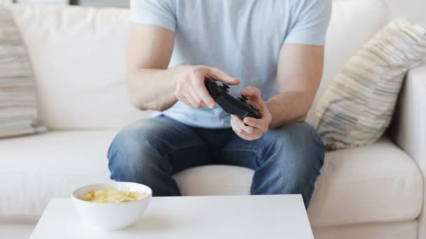 Close up of man playing video game at home — Vidéo