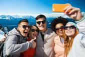Smiling friends taking selfie with smartphone — Stock fotografie