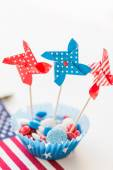 Candies with pinwheel toys on independence day — Stock Photo
