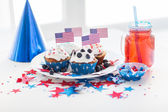 Cupcakes with american flags on independence day — Stock Photo