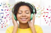 Happy woman with headphones listening to music — Stock Photo