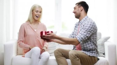 Man giving woman red heart shaped gift box — Stock Video