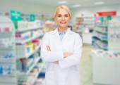 Young woman pharmacist drugstore or pharmacy — Zdjęcie stockowe