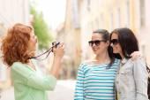 Smiling teenage girls with camera — Stock Photo