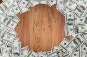 Close-up de dinheiro dólar na mesa de madeira — Fotografia Stock