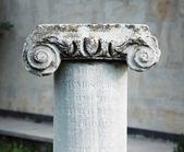 Antik taş klasik sütun — Stok fotoğraf