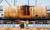 Railroad tåg av svart tanker bilar — Stockfoto