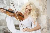 Blond cute woman playing violin — Stock Photo