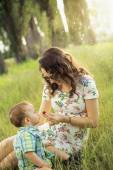 Mom feeding her son with strawberry — Stock Photo