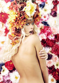 Surprised naked girl with the wreath — Stock Photo