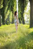 Shapely pregnant woman in the park — Foto Stock