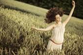 Woman walking among cereal — Foto de Stock
