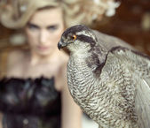 Blond lady with the falcon — Stock Photo