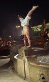 Amazing guy doing sport figures in the fountain — Stok fotoğraf