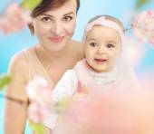 Pretty mother with cute child — Stockfoto